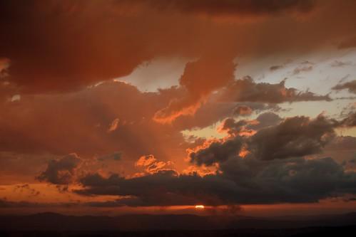 sunset sunsetclouds sunlightthroughclouds sunlitclouds sky sundown sun clouds cloudscape cloudy tamborinemountain sunsetsky sequeensland queensland australia australianlandscape australianweather albertvalley crepuscolo mounttamborine