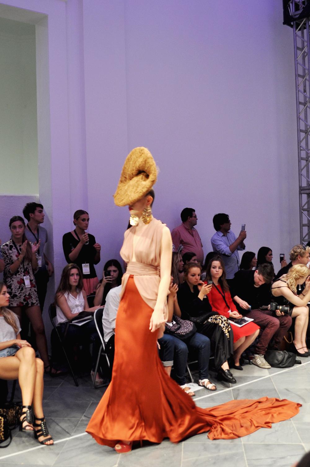 something fashion blog fblogger alexis carballosa, fashion month VFW 17 valencia fashion week, best styling award spring/summer 2015, emerging designers david blay miriam garcia elegant dresses flowy pastel colors museo del carmen