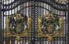 Buckingham Palace crests 2014-09-22 (IMG_8601)