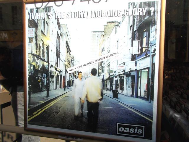 LONDON 0976