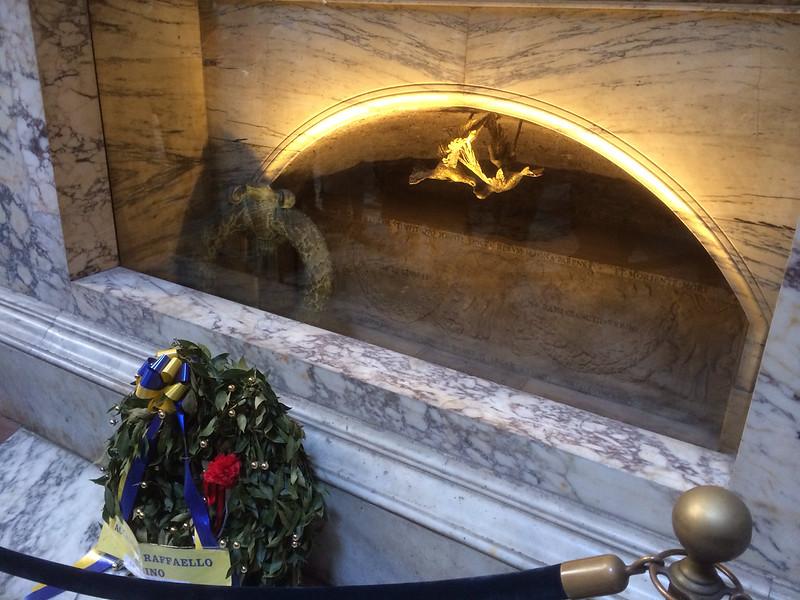 ラファエロ墓