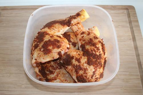 26 - Hähnchenschenkel marinieren / Marinate chicken legs