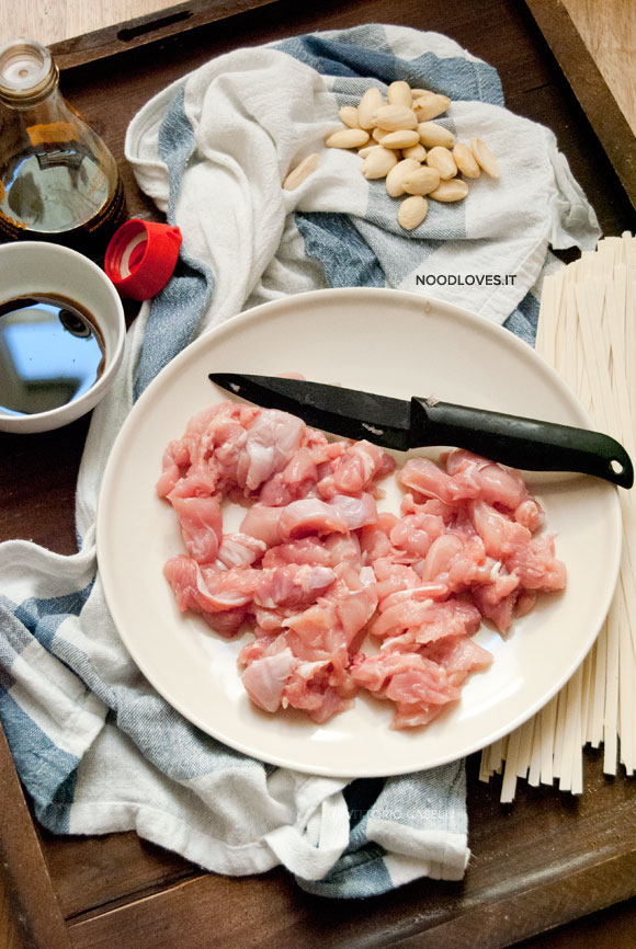 Ingredienti Pollo alle mandorle