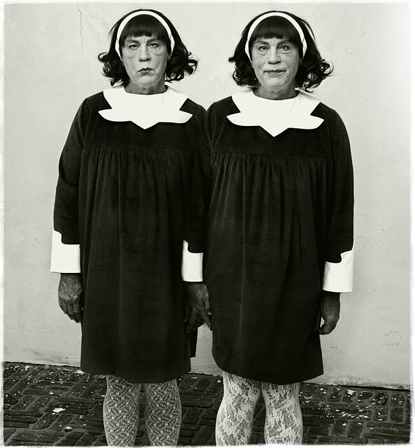 Sandro Miller, Diane Arbus : Identical Twins, Roselle, New Jersey (1967), 2014