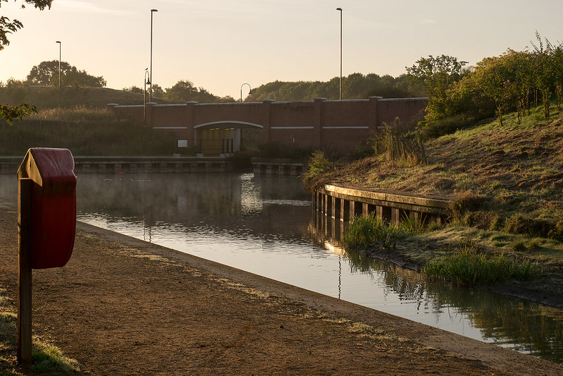 Early morning by the canal, photo 1.