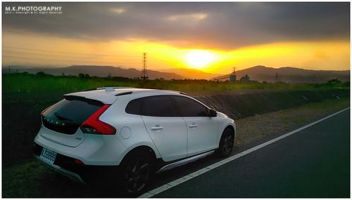 sunset cars landscape volvo scenery glow offroad sweden automotive m8 夕陽 台灣 日落 hdr 風景 台中 htc 2014 越野 宏達電 手機攝影 v40crosscountry 國際富豪 上立 瑞典國寶