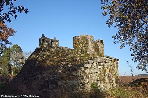 Castelo ou Penedo dos Mouros - São Miguel do Outeiro - Portugal