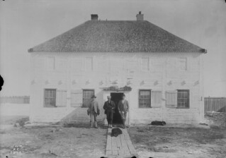 Hudson's Bay Company dwelling, Fort Resolution, Northwest Territories / Habitation de la Compagnie de la Baie d'Hudson, Fort Resolution (Territoires du Nord-Ouest)