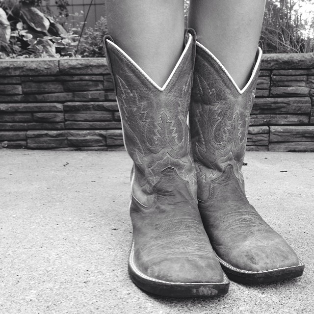 It's rodeo field trip day at school! Lulu is so pumped! #cowgirl #boots #rodeo #americanroyal #kc #smsd