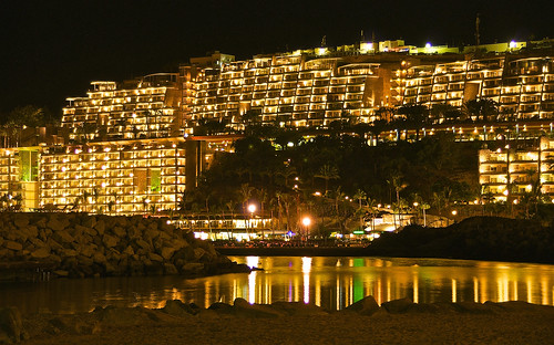 Patalavaca beach at night