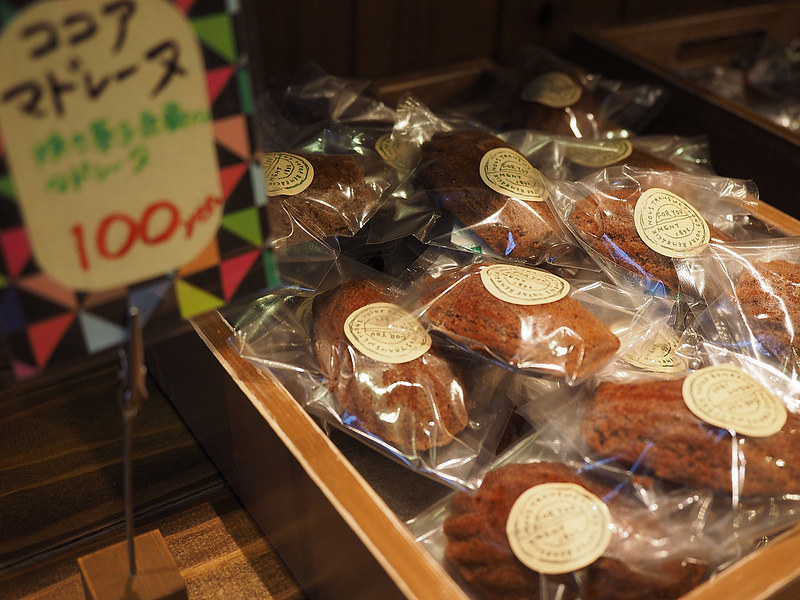 ココアマドレーヌ 100円