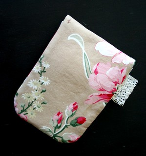 rose pouch back