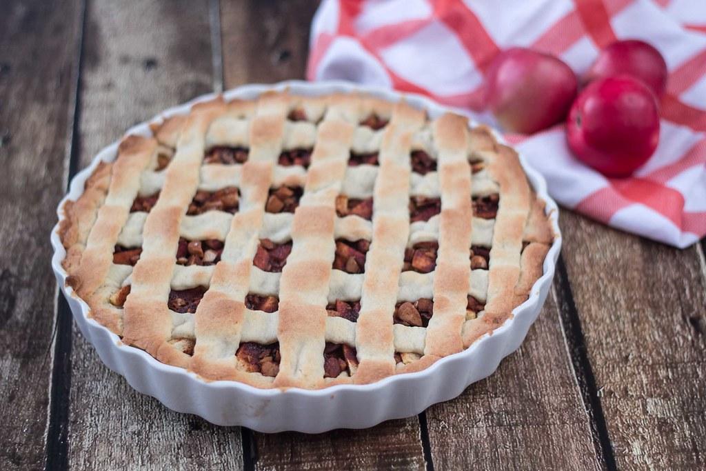 Opskrift på hjemmelavet æbletærte med kanel og mandler