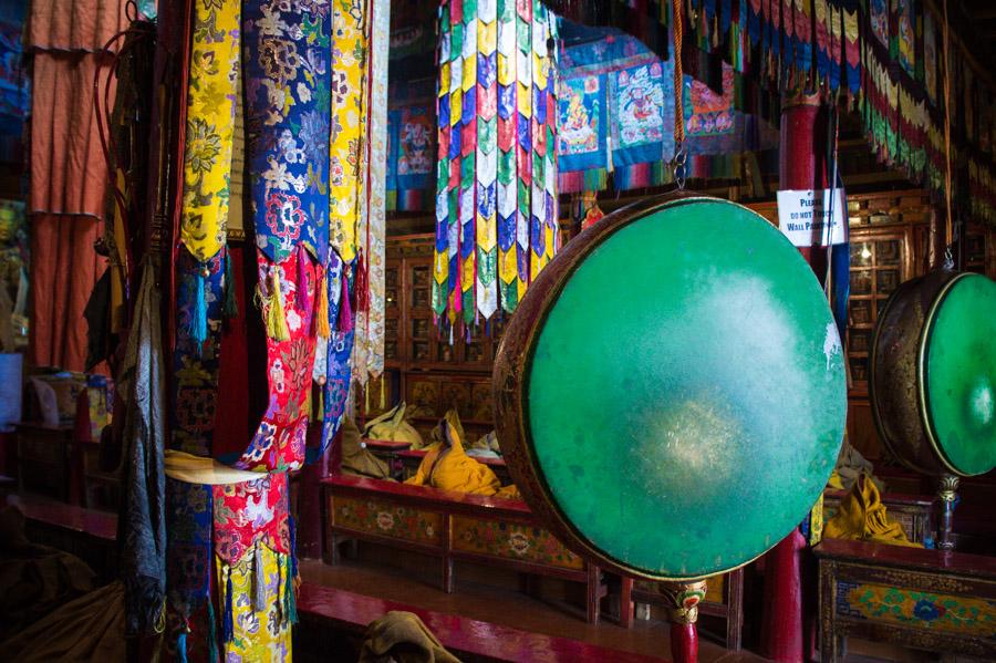 Молитвенный зал монастыря Ликир. Монастыри Ладакха (Монастыри малого Тибета) © Kartzon Dream - авторские путешествия, авторские туры в Ладакх, тревел фото, тревел видео, фототуры