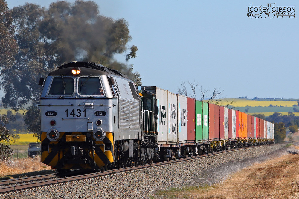 1431 & 872 with the Harefield to Junee shuttle by Corey Gibson