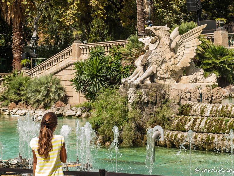 Observando Monstruos. Festes de la Mercè. Parc de la Ciutadella, Barcelona.