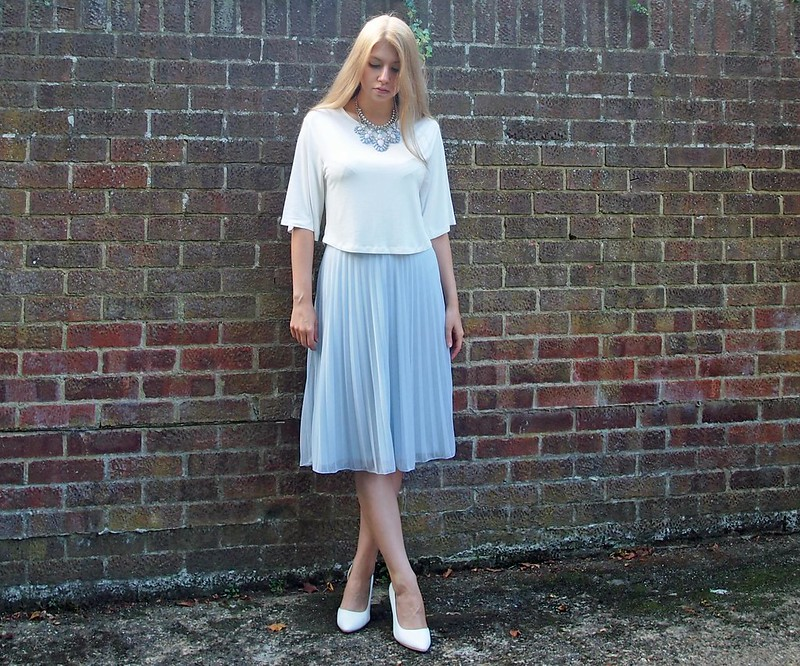 Dorothy Perkins, Pastel, Blue, Pleated Midi Skirt, New Look, Batwing Cropped T-Shirt, Tee, Primark, Pastel Statement Necklace, Styling Inspiration, Outfit Ideas, Sam Muses, UK Fashion Blog, London Style Blogger