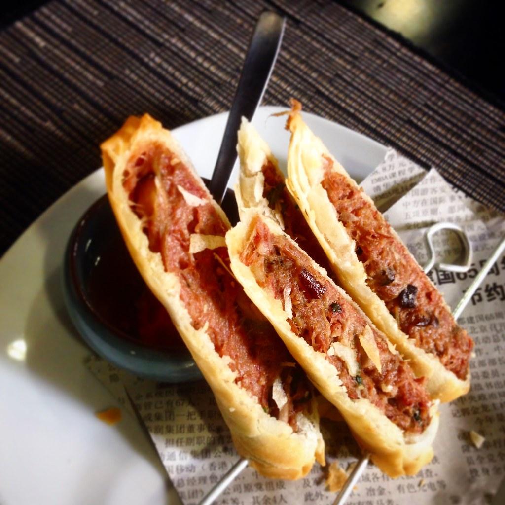 Rollitos de confit de pato y setas shiitakes con salsa Thai