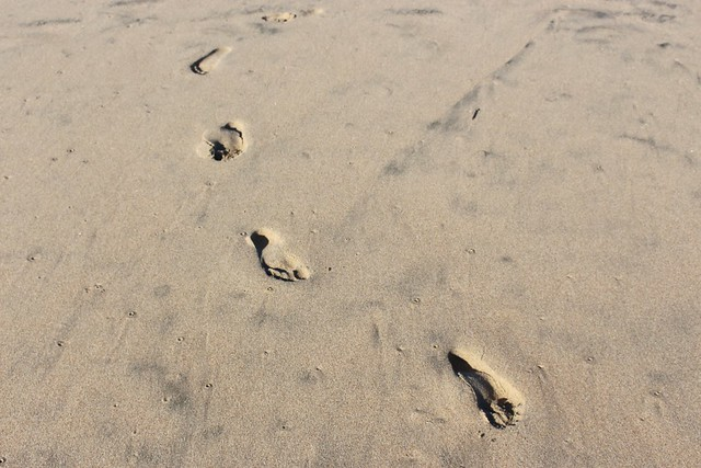 footprints-sand