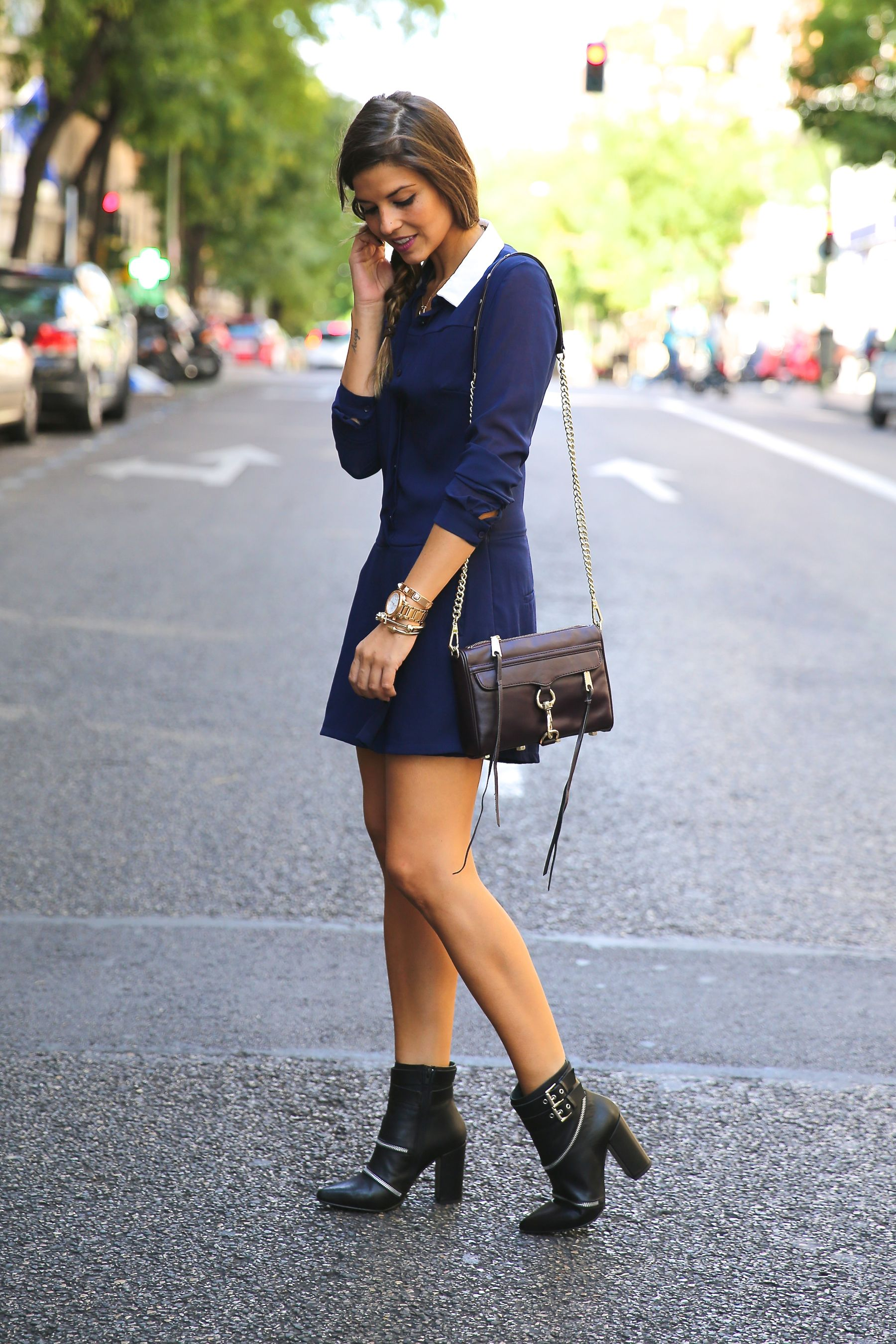 trendy_taste-look-outfit-street_style-ootd-blog-blogger-fashion_spain-moda_españa-fashion_pills-mono-overall-booties-botines-azul-blue-casual-12