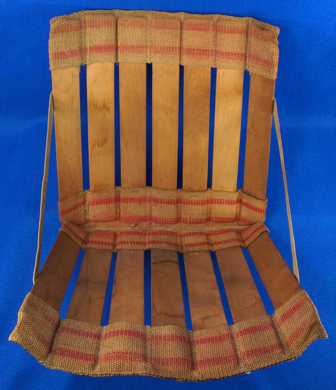 RD0941 Vintage Wood Slat and Burlap Portable Stadium Seat Folding Chair DSC09067