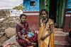 KARNATAKA : MÈRE, GRAND-MÈRE ET ENFANT
