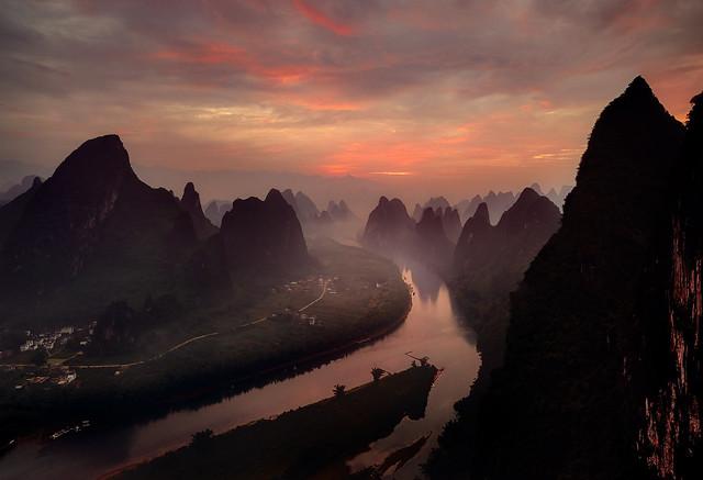 Magic light in Xiangtangshan