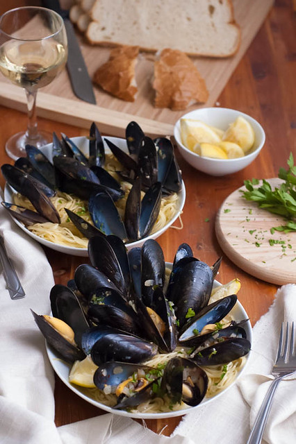 mussels and spicy white wine sauce