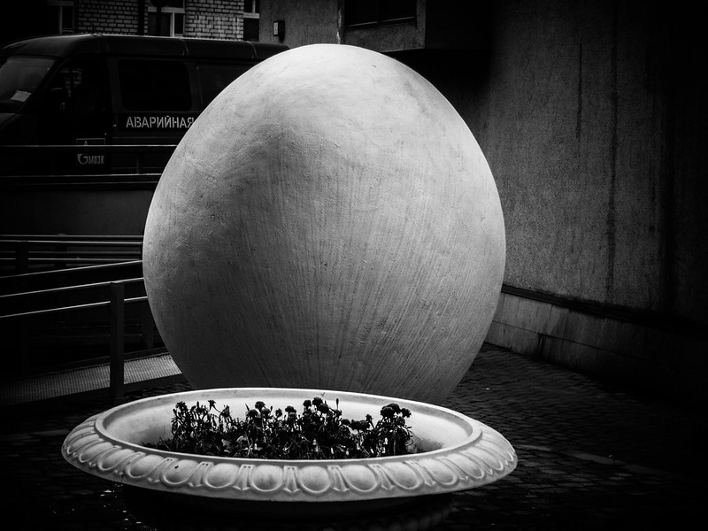 Monument to egg