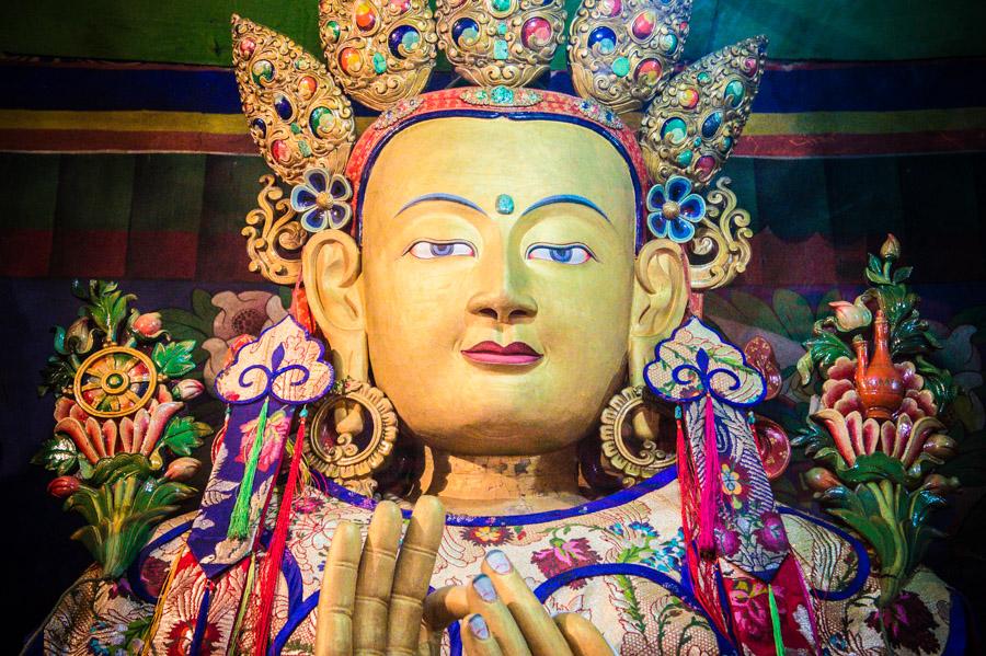Статуя Майтрейи в Ликир гомпе, Индия. Монастыри Ладакха (Монастыри малого Тибета) © Kartzon Dream - авторские путешествия, авторские туры в Ладакх, тревел фото, тревел видео, фототуры