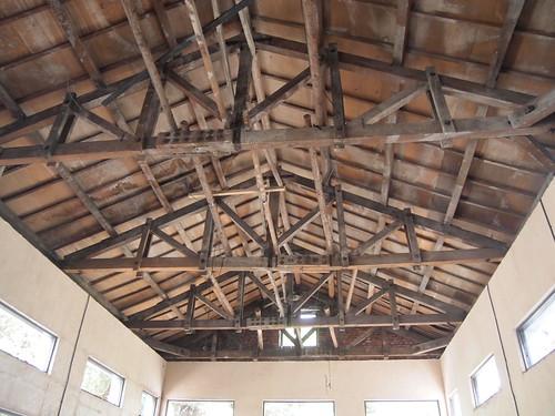 在日治辦公室(瓶蓋工廠)中的建材,都是檜木製成的工藝手法;攝影:江佩津。