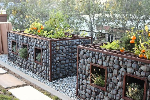 sunset-magazine-idea-house-river-rock-garden