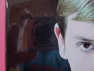 Édouard Louis, Il caso Eddy Bellegueule. Bompiani 2014. Progetto grafico: Polystudio; Imm. alla cop.: ©Hans Neleman/Corbis; fotog. dell'autore: John Foley/Seuil. Prima di sovracop. (part.), 3