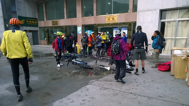 Waiting for departure, Zhangmu