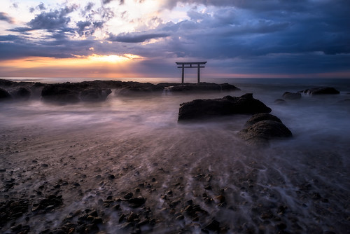 morning sea beach water japan sunrise rocks waves cloudy torii 鳥居 ibaraki 2014 日の出 茨城 大洗 oaraishrine higashiibarakidistrict