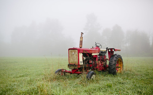trees tractor field grass fog day farm pacificnorthwest washingtonstate canoneos5dmarkiii sigma35mmf14dghsmart johnwestrock