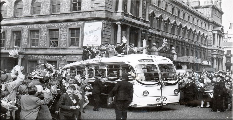 picture of Aston Villa returning to Birmingham with the FA cup in 1957
