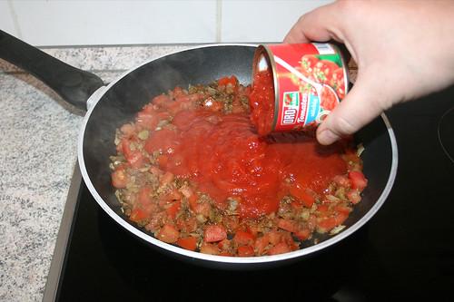 36 - Mit Tomatenstücken ablöschen / Deglaze with tomato pieces