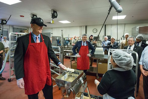 PHOTO RELEASE: Gov. Baker Tours CommonWealth Kitchen