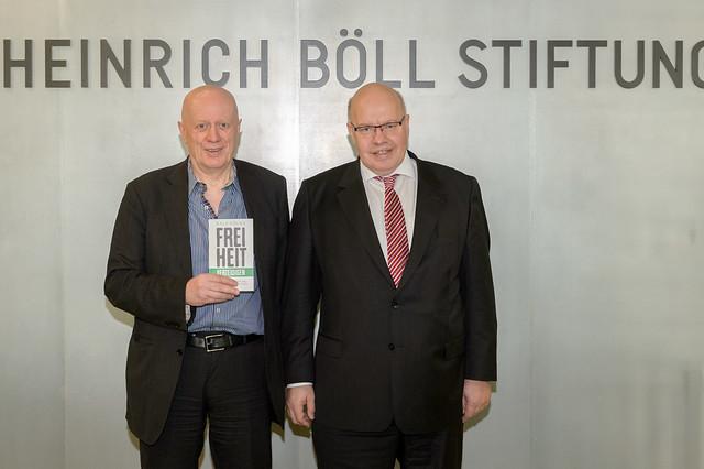 Ralf Fücks (Vorstand, Heinrich-Böll-Stiftung), Peter Altmaier (Bundesminister f. bes. Aufgaben und Chef des Bundeskanzleramts) Foto: stephan-roehl.de