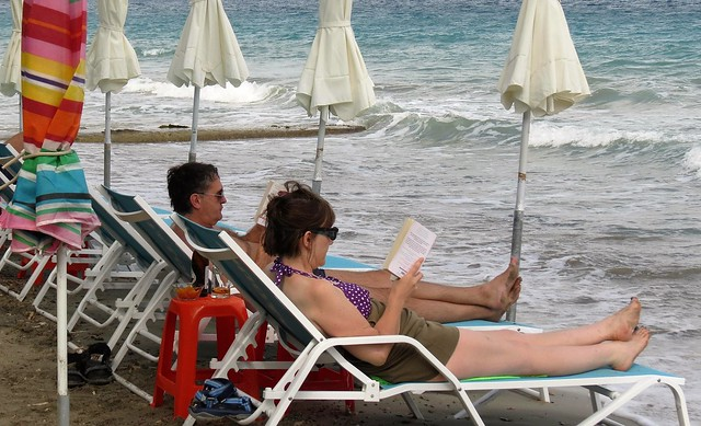 book readers on the beach IMG_1891