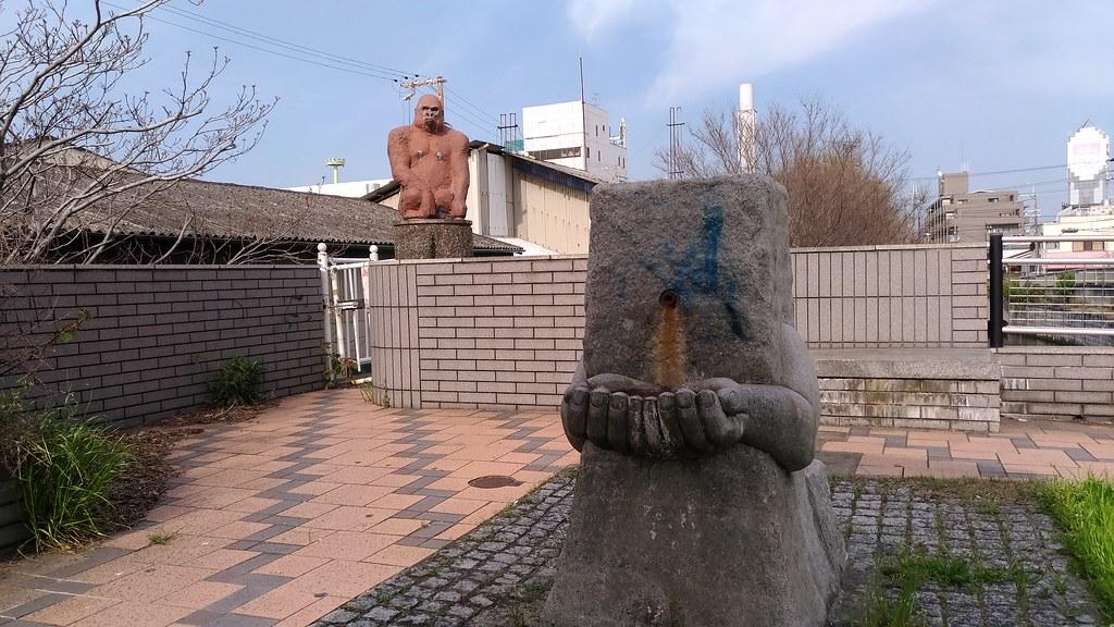 椋橋神社 近くの変なの