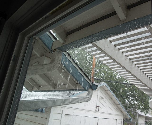 failing_gutters_in_heavy_rain-20140927-100
