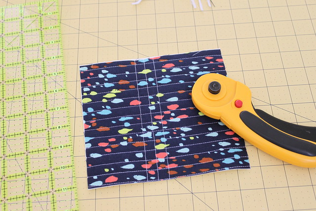 Tutorial: Quilted tissue holder with vintage button closure