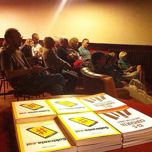 Presentació del llibre #SobiraniaCAT aquest dissabte a l'Ateneu Central d'Olot amb Joan Francesc Gras i l'amfitriona @meius Ferrés #olot #garrotxa #girona #catalonia #catalunya #mediterrania #llibres #books #libros #igersarenys #instagrafic #igerscalella