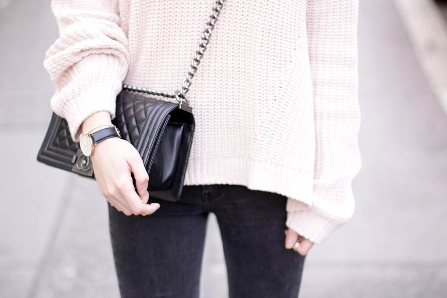 pink oversized pullover chanel le boy bag gucci sunglasses autumn fall outfit ootd styling fashion blogger germany modeblogger ricarda schernus CATS & DOGS 2