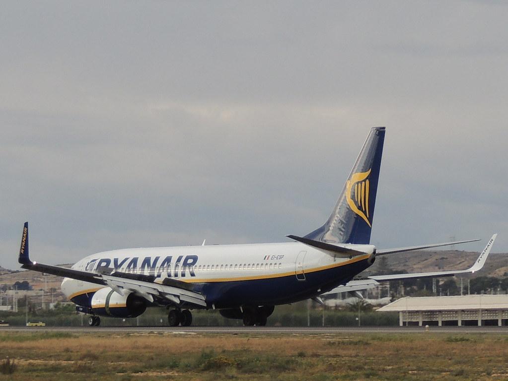 EI-ESP - B738 - Ryanair