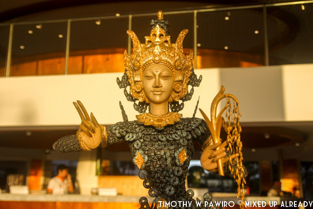 Indonesia - Bali - Harris Hotel Bukit Jimbaran - Decoration - Statue with an art