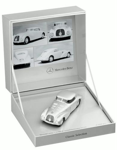 Mercedes-Benz Stromlinienwagen (W29) 1938, im Maßstab 1:43, silber, limitiert auf 2.000 Stück, von Minimax für Mercedes- Benz.