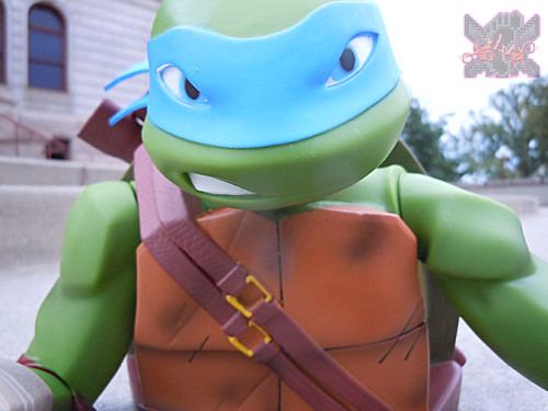 "DIAMOND SELECT TOYS :: Nickelodeon  TEENAGE MUTANT NINJA TURTLES;  ""LEONARDO"" Vinyl Bust Bank iii  (( 2014 ))"
